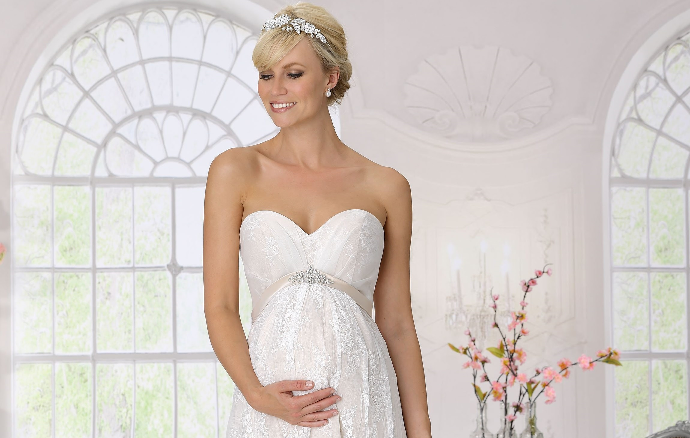 How To Pick A Maternity Wedding Dress