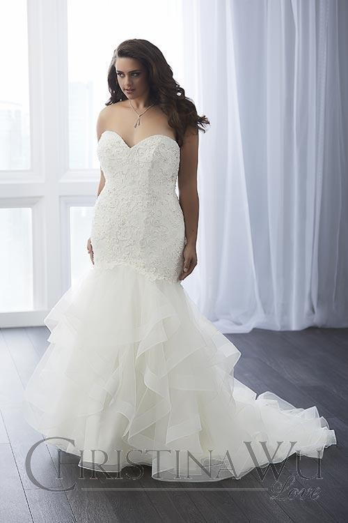 Mermaid wedding dresses for curvy brides find your dream for Wedding dresses for short and curvy