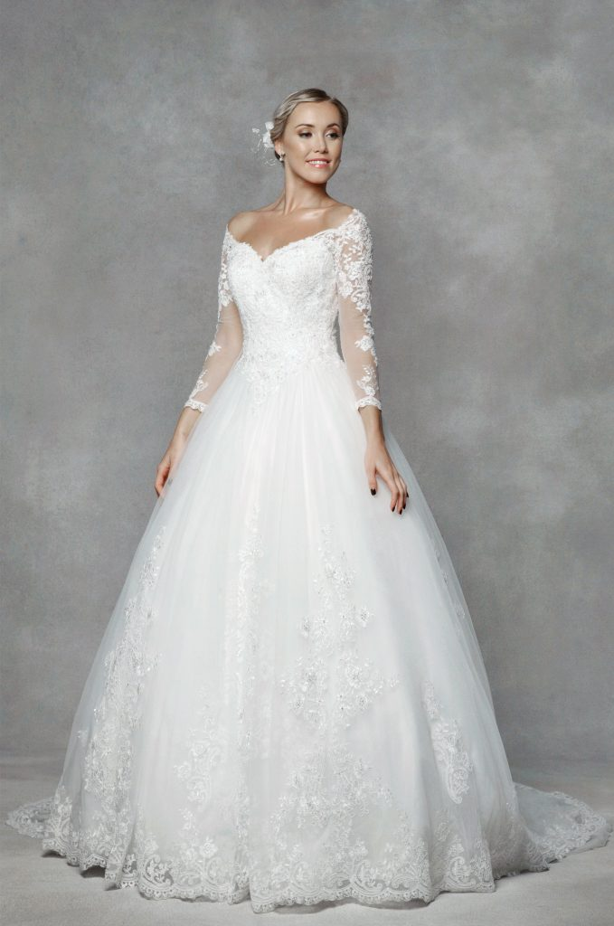 Wedding dresses to suit your body shape find your dream for Wedding dresses by body shape
